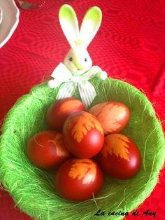 La cucina di Any: Oua rosii vopsite cu coji de ceapa - Uova rosse dipinte con la sfoglia di cipolla