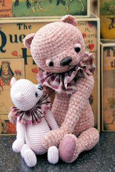 I love retro teddy bears. And I love crochet. So what can be better than this two loves together? :)