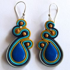 Oriental Cobalt earrings - look like soutache but polymer clay. Polymer Beads, Polymer Clay Flowers, Fimo Clay, Polymer Clay Projects, Polymer Clay Creations, Handmade Polymer Clay, Polymer Clay Earrings, Easy Clay Sculptures, Clay Extruder