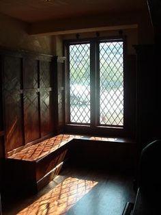 Tudor Decor, English Country Style, English Tudor, Wooden Windows, Tudor House, Inspired Homes, Historic Homes, Glass Panels, Tudor Architecture