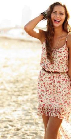Cute floral dres with leather belt, perfect for the beach or a casual day downtown :)