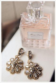 Een luxe parfum en een paar mooie oorbellen mogen natuurlijk niet ontbreken!