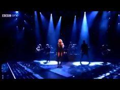 Shakira empire en vivo the voice