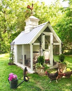 Building A DIY Chicken Coop If you've never had a flock of chickens and are considering it, then you might actually enjoy the process. It can be a lot of fun to raise chickens but good planning ahead of building your chicken coop w Chicken Coop Designs, Cute Chicken Coops, Chicken Coup, Backyard Chicken Coops, Chicken Coop Plans, Building A Chicken Coop, Chickens Backyard, Chicken Pen, Chicken Coop Decor