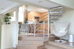 jolie salle de sejour avec escalier quart tournant pas cher en inox gris