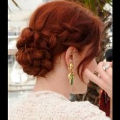 Wedding hairstyles - for more gerat inspirations visit us at Bride's Book…