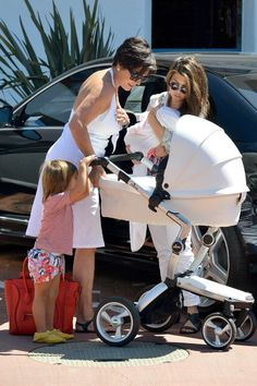 Kourtney kardashian with her white Mima Xari