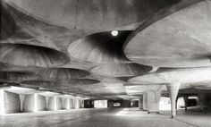 pahr:      Johnson Wax building, Racine -Frank Lloyd Wright (1936-39)