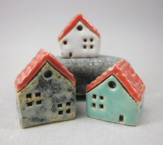 What adorable little ceramic houses. Someday they shall go in my adorable little house.