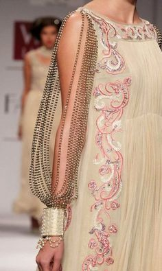 Rohit Bal I love the flowing style of the dress and the pattern. Not so much the sleeve. Couture Details, Fashion Details, Fashion Design, Indian Fashion, High Fashion, Womens Fashion, Estilo Fashion, Mode Style, Ao Dai