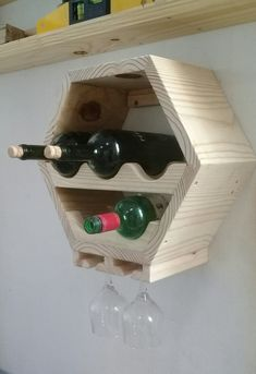 Woodworking How To Videos Refferal: 7206255671 Small Wood Projects, Diy Pallet Projects, Rustic Wine Racks, Wine Shelves, Wine Rack Wall, Wine Bottle Holders, Pallet Furniture, Rustic Wood, Woodworking Projects