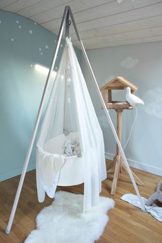 35 Suspended Cradles, Modern Baby Room Ideas and Inspirations for DIY Hanging Beds - Baby Baby Room Furniture, Room Furniture Design, Baby Room Decor, Baby Bedroom, Baby Boy Rooms, Kids Bedroom, Bedroom Ideas, Baby Beds, Hanging Beds