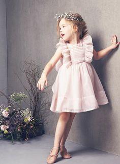 праздничная детская одежда розовый сарафан