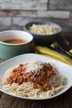 Einfaches Rezept für perfekte Bolognese Pasta Noodles, Pesto Pasta, Slow Cooking, Beste Bolognese, Slow Cooker Bolognese, Yummy Pasta Recipes, Love Food, Macaroni And Cheese, Crockpot