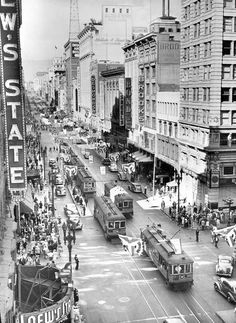 Downtown #LosAngeles at the intersection of Broadway and 7th in 1943. #Photography