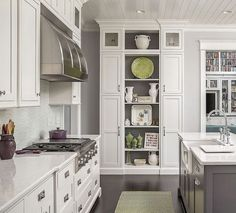 40 Beautiful Luxury White Kitchen Cabinets Ideas - Page 32 of 40 White Kitchen Interior, White Kitchen Cupboards, White Wood Kitchens, White Kitchen Island, Elegant Kitchens, Kitchen Cabinet Design, Luxury Kitchens, Kitchen Storage, Ikea Kitchens