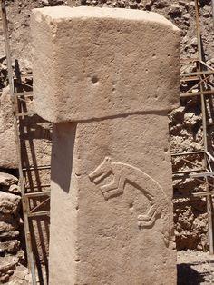 Göbekli Tepe - Wikipedia Ancient Mysteries, Ancient Artifacts, Ancient Aliens, Ancient History, Stone Pillars, Site Archéologique, Archaeological Finds, Stone Age, Ancient Civilizations