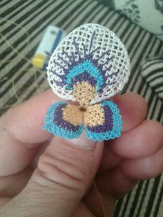 This Pin was discovered by ahm Bead Crochet, Crochet Earrings, Crochet Hats, Point Lace, Needle Lace, Crochet Flowers, Needlepoint, Crochet Projects, Tatting
