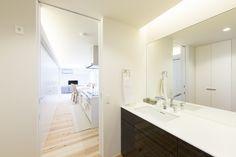 『入れ子の家』 洗面化粧台|重量木骨の家 選ばれた工務店と建てる木造注文住宅