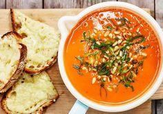 Tomaattikeitto tuoreista tomaateista Thai Red Curry, Ethnic Recipes, Food, Essen, Meals, Yemek, Eten