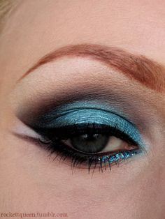 Cool splashes of blue for the summer  #urbandecay #eyeshadow  It's an Urban Decay day :)