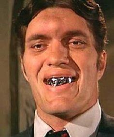 """The steel teeth of Jaws played by Richard Kiel in two James Bond films """"The Spy who loved me"""" (1977) and """"Moonraker"""" (1979) / La denture d'acier de Jaws, personnage interprété par l'acteur Richard Kiel, dans deux films de James Bond : L'Espion qui m'aimait (1977) et Moonraker (1979)."""