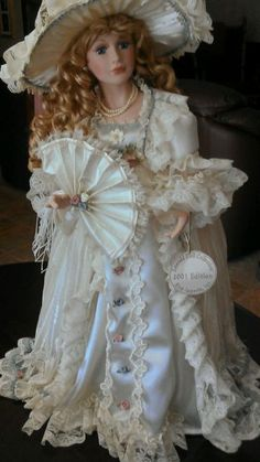 "Emerald Doll Collection ""Olivia"" 2001 Edition Porcelain Doll with Stand Victorian Dolls, Antique Dolls, Vintage Dolls, Madame Alexander, Bjd, Purple Velvet Dress, Chibi, Glass Dolls, China Dolls"