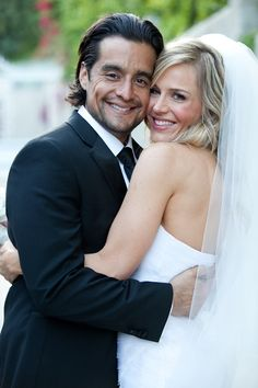A Glamorous Celebrity Wedding in Los Feliz, California Julie Benz's glamorous Hollywood wedding (Photo: Christine Chang) Star Wedding, Wedding Pics, Wedding Couples, Wedding Styles, Julie Benz, Hollywood Wedding, California Wedding, California California, Famous Couples