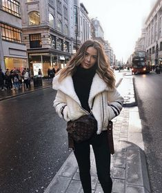 winter outfits london Uploaded by -weeklyhearts. F - winteroutfits Fall Winter Outfits, Winter Wear, Winter Dresses, Autumn Winter Fashion, Winter Clothes, New York Winter Outfit, Fall Fashion, Summer Outfits, Mode Outfits