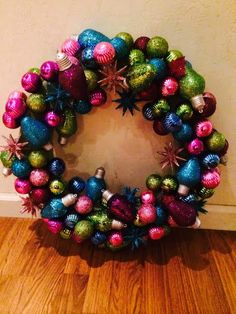 Hometalk :: How to Make a Bulb Wreath Just in Time for Christmas
