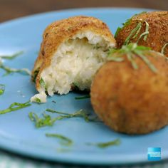 Who can resist this epic dish? We teamed with Buzzfeed for an Cheese-Stuffed Rice Ball recipe! With cheesy mozzarella inside and bread crumbs outside, this appetizer is an easy crowd pleaser. Great with any rice – white, brown, even leftover! Shop for the ingredients and get 3% cash back at US supermarkets on up to $6,000 in purchases with the Blue Cash Everyday Card from American Express. Terms apply. Click the pin to learn more.