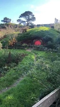 Beautiful World, Beautiful Gardens, Beautiful Places, Casa Dos Hobbits, Calming Images, Forest Resort, Resort Plan, Hobbit Houses, Bilbo Baggins
