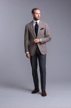 Combining colours and patterns: How to dress like Andreas Weinas – Permanent Style Dapper Gentleman, Gentleman Style, Business Casual Men, Men Casual, Classic Men, Tweed Men, Ivy Style, Blazers For Men, Stylish Men
