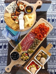 Our Quick & Easy End of Summer Patio Party ideas, a grazing charcuterie board an., Our Quick & Easy End of Summer Patio Party ideas, a grazing charcuterie board and simple decor for a last-minute party and seasonal celebration! by Bi. Charcuterie And Cheese Board, Charcuterie Platter, Antipasto Platter, Cheese Boards, Cheese Board Display, Meat Cheese Platters, Meat Trays, Meat Platter, Snacks Für Party