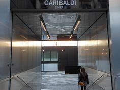 L'ingresso nella stazione Garibaldi della Linea 1 della metropolitana di Napoli