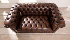 Der kleine kompakte Klassiker unter den Chesterfield Sofas. Modell Windemere. www.kippax-sofas.de/kippax-chesterfields.htm