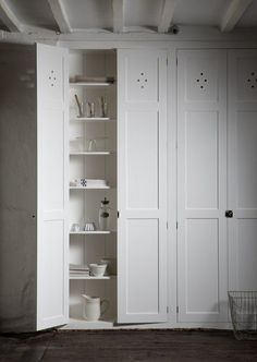 We love these shaker style storage cupboards and they look great with the dark, rustic flooring.  Anther great look from deVOL.