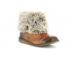 En boots à moumoute, votre petit yéti sera prêt à gravir tous les sommets. On parie que vous n'avez jamais vu rien d'aussi doux? La fourrure des bottines Flocon de Kickers apporte chaleur et