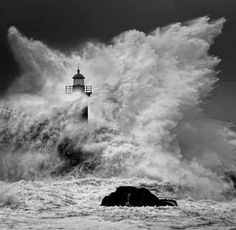 Lighthouse battered by storm waves Cool Pictures, Cool Photos, Beautiful Pictures, Interesting Photos, Amazing Photos, Stürmische See, Lighthouse Pictures, Stormy Sea, Beacon Of Light