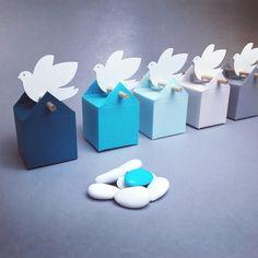 """Set Nuvole Azzuro, bomboniere ed etichette """"colombe"""" per il battesimo o nascita di uno bambino"""