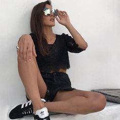 Lace up everything. This trend has abandoned its boho origins to adapt to all types of looks. Leather shorts its our proposal. Leather Shorts, Lace Up, Boho, Simple, Bohemian