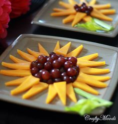 Cheesy Fruit Sunflowers--for Daisy scouts' Sunny petal meeting. Cute Food, Good Food, Yummy Food, Daisy Girl Scouts, Summer Snacks, Food Crafts, Cooking With Kids, Creative Food, Food Presentation