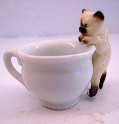 Etsy listing at https://www.etsy.com/listing/163657119/hagen-renaker-siamese-small-climbing-cat