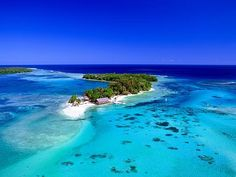 Erakor Island, Vanuatu Off the mainland of Vanuatu lies a spectacular resort on its own island. Places Around The World, The Places Youll Go, Places To Visit, Around The Worlds, Tonga, Holiday Destinations, Travel Destinations, Beautiful World, Beautiful Places