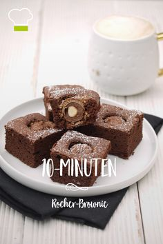Ferrero Rocher is a delicious treat in itself, but baked in a brownie is a real chocolate dream. Ferrero Rocher Torte, Healthy Diet Plans, Eating Habits, Easy Desserts, Food Inspiration, Muffins, Food And Drink, Sweets, Baking