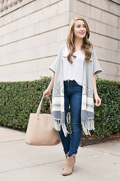 grey fringe poncho | winter style | winter fashion | styling for winter | cold weather fashion | how to style a fringe poncho || a lonestar state of southern