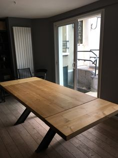 table industrielle de salle à manger à rallonges chêne et fer Rustic Dining Chairs, Dining Room Table, Teak Furniture, Dining Room Inspiration, Tables, Wood, Furnitures, Carpentry, Kitchens