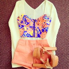 Spring Outfit. Like it! The floral print corset, the melon-pink shorts & the wood heels!!!