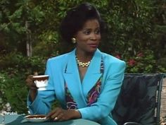 Because she looked this fabulous while drinking a cup of tea. | 17 Reasons Why The Original Aunt Vivian Gave You Life