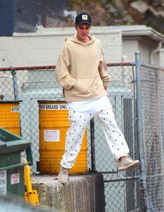 Justin Bieber Is Literally Wearing Hailey Baldwin's Pants Now Justin Bieber Outfits, Justin Bieber Style, Justin Bieber Photos, Justin Bieber Lockscreen, Bae, Hailey Baldwin, Teen Vogue, My Idol, Street Wear